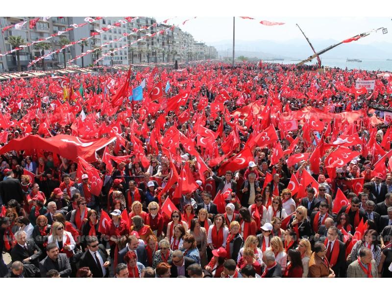 Elde Sallama Türk Bayrağı